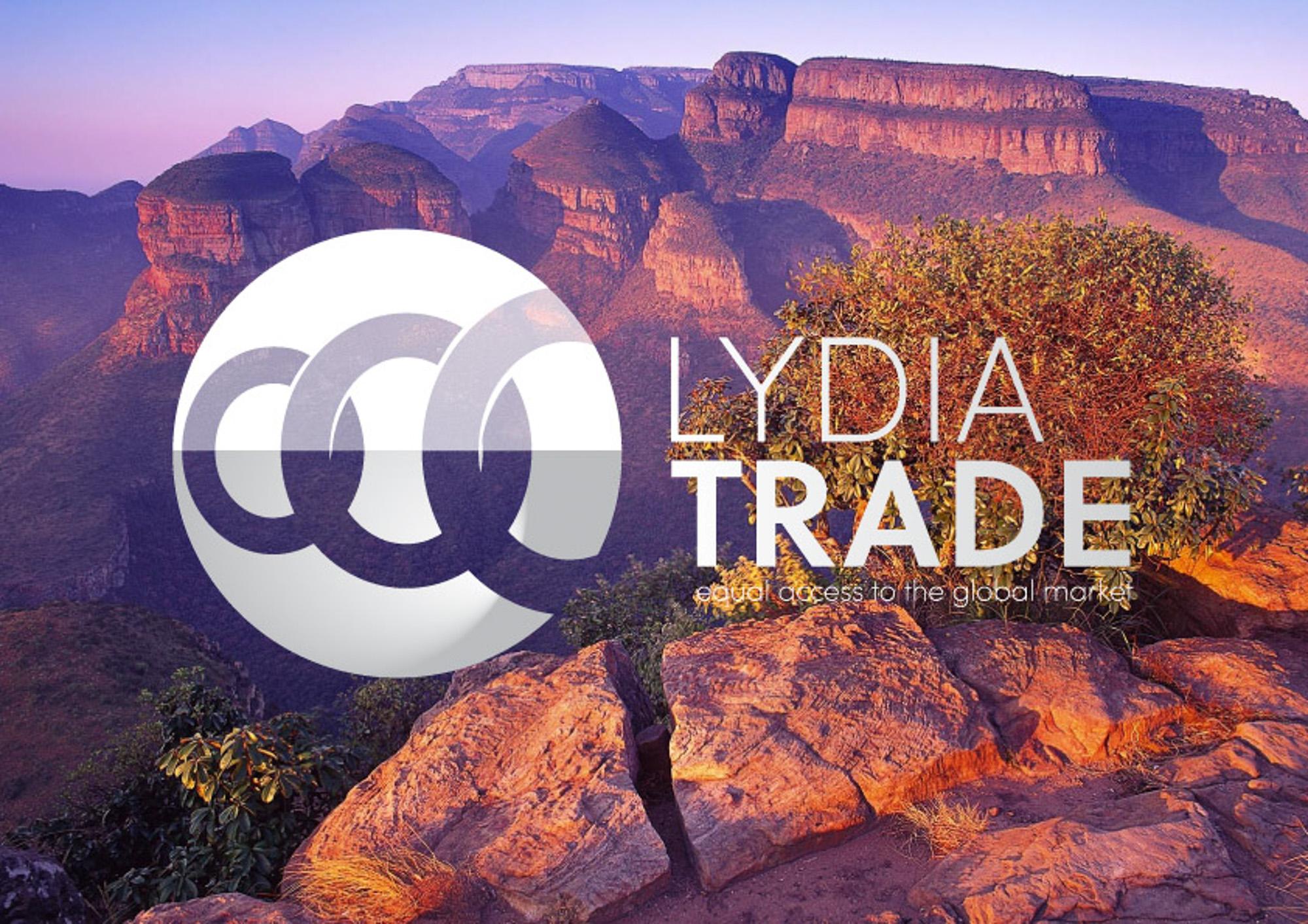 Het logo van Lydia Trade in wit met op de achtergrond een gebergte