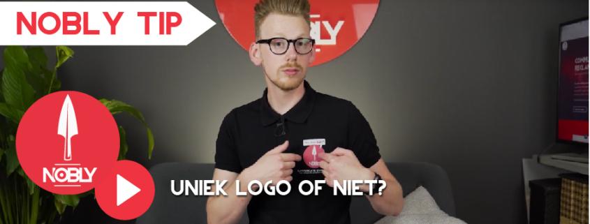 Bart Moree wijst naar het logo van NOBLY