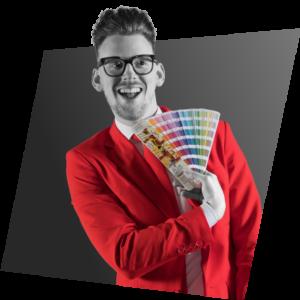 Bart Moree met een pantone kleurenwaaier op de pagina Grafisch Ontwerp   NOBLY Authentieke Communicatie & Creatie